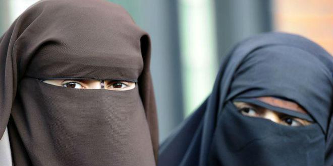 RELIGIONS  - Page 3 Burqa