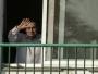 L'ancien président égyptien Hosni Moubarak à la fenêtre de sa chambre de l'hôpital militaire Maadi au Caire, en Egypte, le 6 octobre 2016. AFP / KHALED DESOUKI