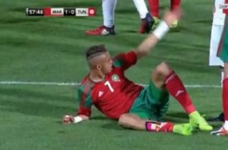 Youssef Naciri, blessé, après un terrible choc avec le gardien tunisien (VIDEO)