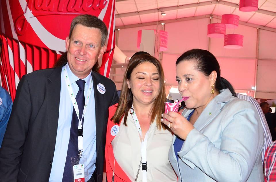 Mme Meriem Bensalah Chaqroun en visite au stand Centrale Danone en compagnie de M Didier Lamblin, PDG de Centrale Danone et Mme Samia Kabbaj Douiri SG
