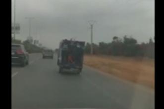 Dar Bouazza: regardez ces jeunes derrière un triporteur (VIDEO)