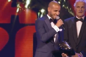 Karim Al Ahmadi remporte le soulier d'or et s'improvise chanteur (VIDEO)