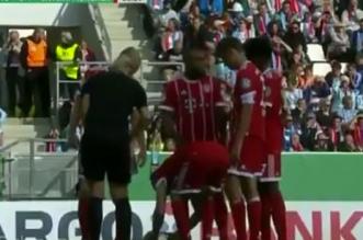 Quand Ribéry défait les lacets de l'arbitre (VIDEO)