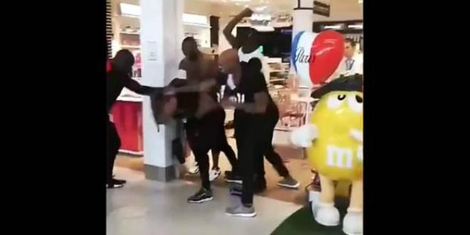 Violente bagarre entre les rappeurs Booba et Kaaris à l'aéroport d'Orly