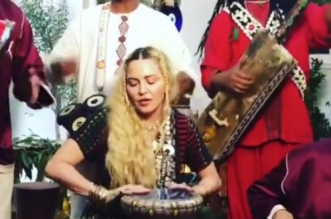 Quand Madonna s'essaye à la darbouka (VIDEO)