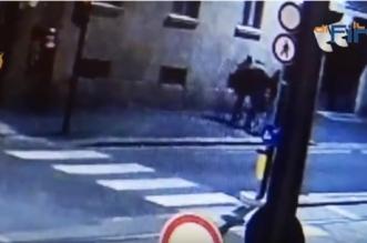 Un Marocain filmé en train d'agresser sauvagement une jeune Italienne (VIDEO)