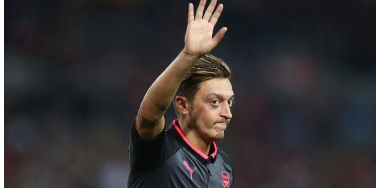 Özil ne jouera plus pour l'Allemagne (VIDEO)